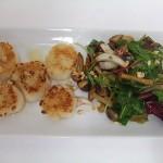 ホタテ貝といろんなキノコの温かいサラダ