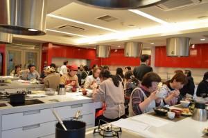 ラ・キャリの実習室は作った後、その場でお食事もしていただける設えです★(イスと台の高さもばっちり)