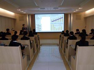 大和学園副理事長田中によるプレゼンテーション