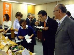 山田知事試食