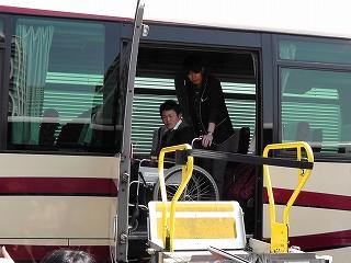s-【写真1】バス乗車・降車